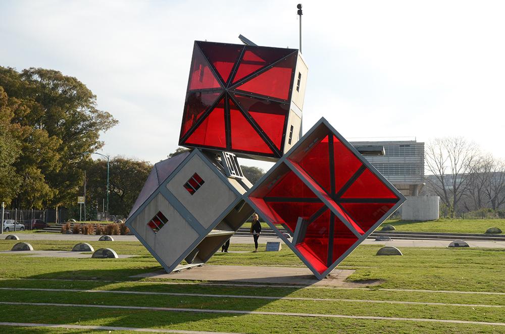 """""""Monument à l'évasion"""" (1999-2001) de Dennis Oppenheim."""