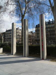 Monument aux morts désigné comme « Mémorial national de la guerre d'Algérie et des combats du Maroc et de la Tunisie » (quai Branly, 7e arrondissement de Paris). © Ph. M.