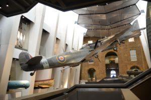 Spitfire grandeur nature dasn le hall de l'Imperial War Museum de Londres (2017)© Philippe Mesnard
